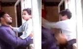 بالفيديو.. رد فعل صادم لطفل أغضبه شاب