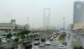 أمطار رعدية مصحوبة بزخات برد تحد من الرؤية الأفقية بالرياض