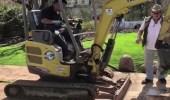 بالفيديو.. زوجان يعثران على كنز ثمين بحديقة منزلهما