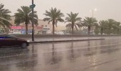 بالفيديو.. أمطار على الرياض تزيل الغبار والأتربة