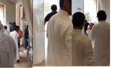 بالفيديو.. مضاربة بين شخصين فى نهار رمضان بأحد بنوك الرياض