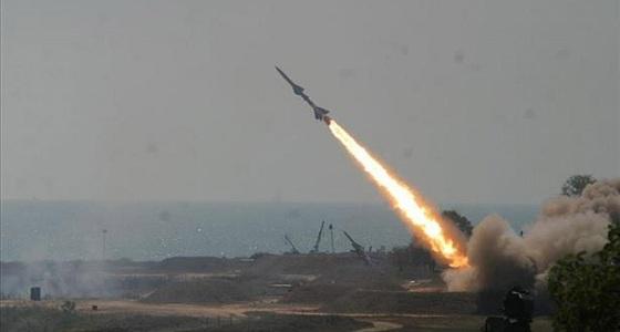 قوات الدفاع الجوي تعترض صاروخا بالستيا أطلقته الميليشيا الحوثية باتجاه المملكة