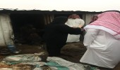 """"""" وزارة العمل"""" تنقل سيدة مسنة من بيتها الصفيح إلى دار رعاية بعرعر"""