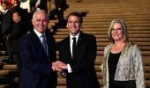 بالفيديو.. ماكرون يثير ضجة بمغازلة زوجة رئيس الوزراء الأسترالي