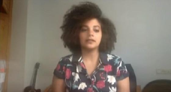 بالفيديو.. فتاة تهاجر إلى إسبانيا بسبب السخرية من شعرها المجعد