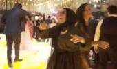 بالفيديو.. فتاة تشعل حفل زفاف برقصها الغريب