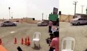 حقيقة فيديو تعرض امرأة لحادث أثناء تعلمها القيادة