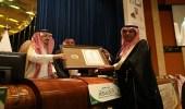 أمير الرياض يكرم مؤسسة آل جميح الخيرية لدعمها جمعية إنسان