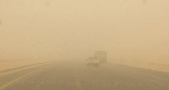 أمن الطرق يناشد أهالي الجوف بالحذر وتهدئة السرعة بسبب الغبار