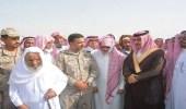 بالصور.. محافظ صامطة ينقل تعازي القيادة لأسرة الشهيد الحمدي