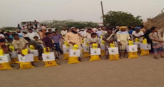 مركز الملك سلمان للإغاثة يواصل توزيع السلال الغذائية في محافظة الحديدة