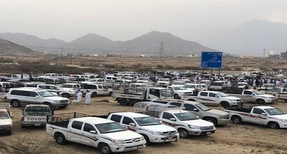 بلدية بارق تعلق على إقامة مواطنين سوق مواشٍ على الطريق الدولي