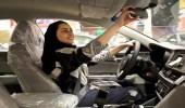 بالصور.. مع اقتراب قيادة المرأة.. إقبال كثيف للسعوديات على معارض السيارات