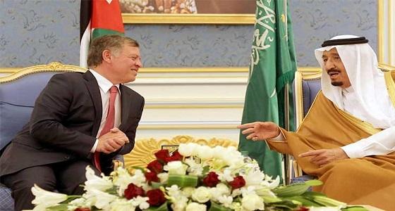 خادم الحرمين الشريفين يهنئ ملك المملكة الأردنية الهاشمية بذكرى يوم الجلوس في بلاده