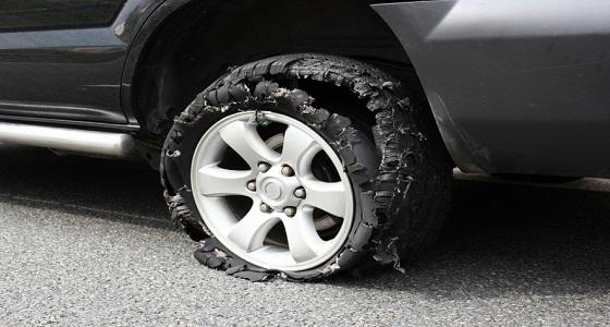 طرق للسيطرة على سيارتك حال إنفجار أحد الإطارات