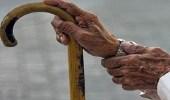 """مُسن تخطى الـ 100 عاما يرفض السكن في """" فيلا """" مفضلًا خيمة البادية"""