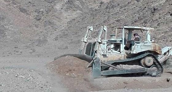 إيقاف التعدي على أراضي حكومية في بارق