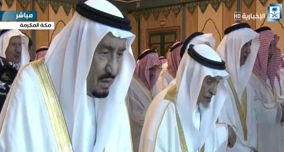 بالفيديو و الصور.. خادم الحرمين يؤدي صلاة عيد الفطر بالمسجد الحرام