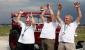 3 مشجعين للمنتخب السويسري يذهبون إلى روسيا بجرار زراعي