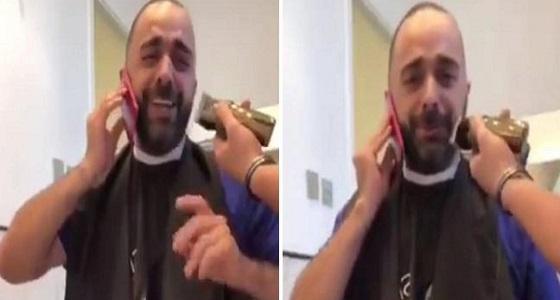 إعلامي كويتي يحلق شاربه عقب مغادرة البرازيل كأس العالم