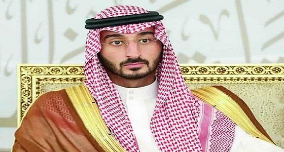 نائب أمير مكة المكرمة يقدم تعازيه لوزير الحج والعمرة في وفاة والدته