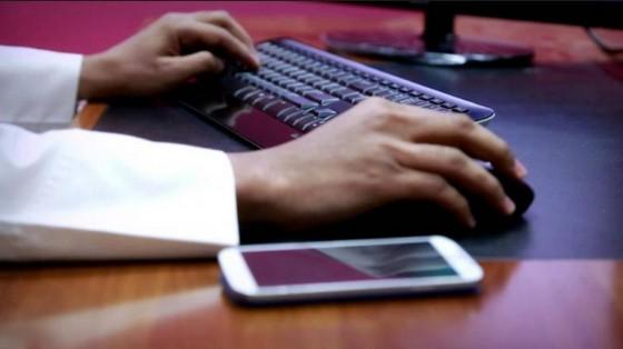 السجن والغرامة المالية عقوبة انتحال الشخصية عبر مواقع التواصل الاجتماعي