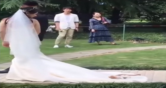 بالفيديو.. قطة تصيب عروسا بالصدمة في حفل زفافها