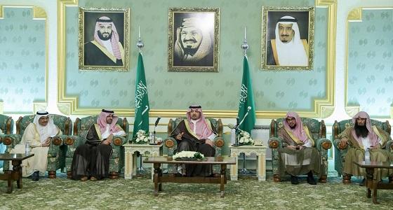 """"""" أمير الشمالية """" يلتقي القضاة ومديري الإدارات الحكومية والمواطنين في جلسته المسائية"""