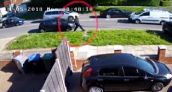 بالفيديو.. امرأة تنجو من موت محقق بعد إطلاق النار عليها 3 مرات