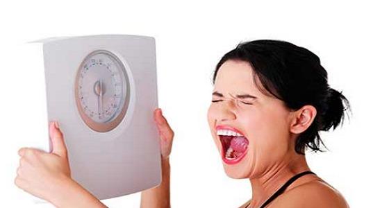 بعد سنوات من السعادة.. سيدة تخلع زوجها بسبب وزنها الزائد