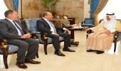 خالد الفيصل يستقبل السفير البريطاني لدى المملكة