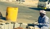 بالصور.. أعمال إصلاح وصيانة الأرصفة والمواقف ببلدية لينة