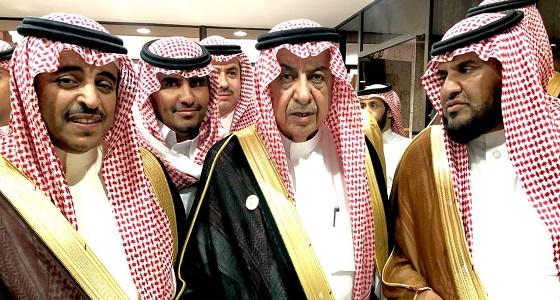 بالصور.. مركز الجعيد للفروسية يكرم محافظ الطائف السابق فرس شعلاء عربية