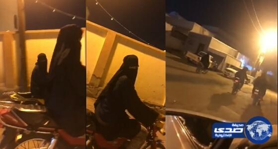 بالفيديو.. فتيات يستعرضن مهاراتهن في قيادة الدبابات