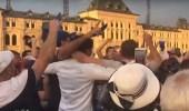 بالفيديو.. مشجعو فرنسا يحتفلون قبل النهائي بالساحة الحمراء