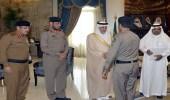 خالد الفيصل يكرم عددا من رجال الأمن بشرطة الجموم