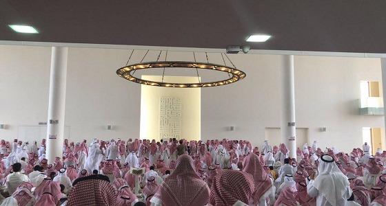 بالصور.. في جنازة فهد الفهيد حضرت الجموع بالدعوات والدموع