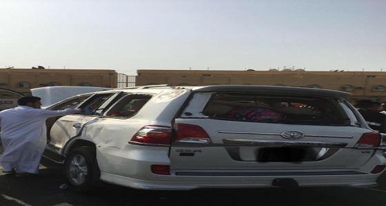 حادث مروري مروع يصيب 12 من عائلة واحدة في جدة