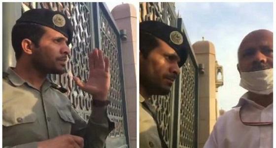 بالفيديو.. رجل أمن بالمسجد النبوي يتحدث الفارسية بطلاقة مع زائر إيراني