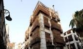 الدفاع المدني يباشر انهيار مبنى مهجور بالمنطقة التاريخية بجدة