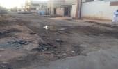 بالصور.. سكان طريف يتذمرون من ترك حي العزيزية بدون سفلته