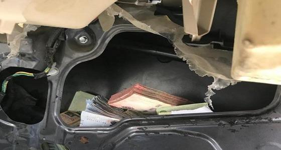 بالصور.. إيقاف مواطن بعد العثور على 300 ألف ريال داخل سيارته بمكة
