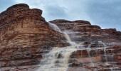 """بالصور.. مناظر خلابة للشلالات خلفتها الأمطار بـ """" نيوم """""""