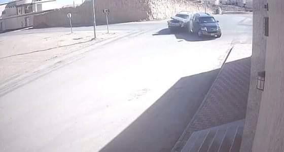 بالفيديو.. حادث تصادم مركبة مشرفات بتعليم الحدود الشمالية