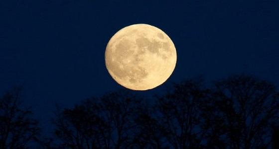 """حقيقة.. """" القمر"""" سينزل الأرض"""