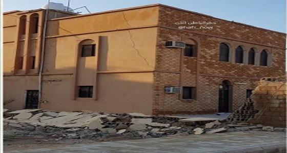 انهيار جدار منزل بأحد أحياء حفر الباطن نتيجة الأمطار ...