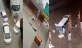 """بالفيديو.. غزارة الأمطار تتسبب بغرق مركبات بنفق """" ديراب """" بالرياض"""