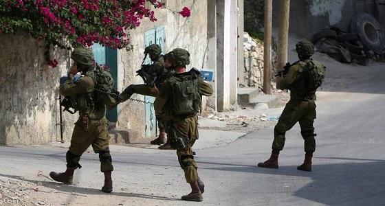 قوات الاحتلال تعتقل فلسطينيين من محافظة طولكرم