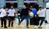 بالفيديو.. أوزيل يشارك الأمير وليام حملة خيرية ويمنحه قميص آرسنال
