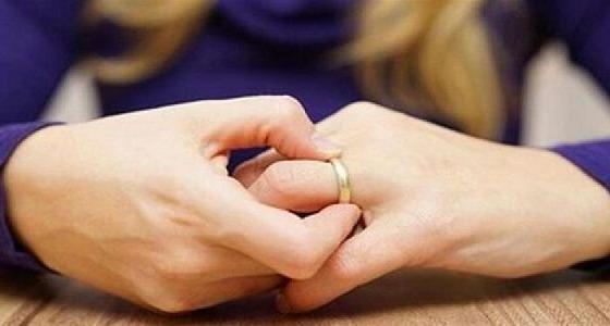 صورة غريبة في غرفة النوم.. شابة تطلب الخلع بعد الزواج بـ6 أشهر